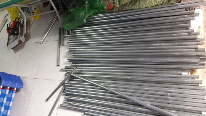 Giường lưới nhập khẩu , chân nhựa màu xanh đậm, khung kẽm D21 dày , ở giữa có 2 thanh tăng cường Inox1