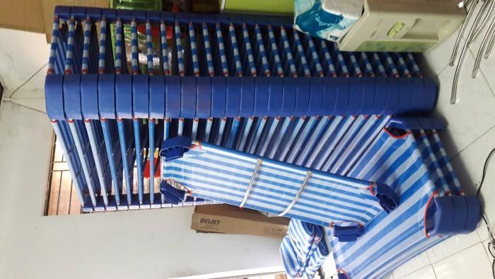Giường lưới nhập khẩu , chân nhựa màu xanh đậm, khung kẽm D21 dày , ở giữa có 2 thanh tăng cường Inox4