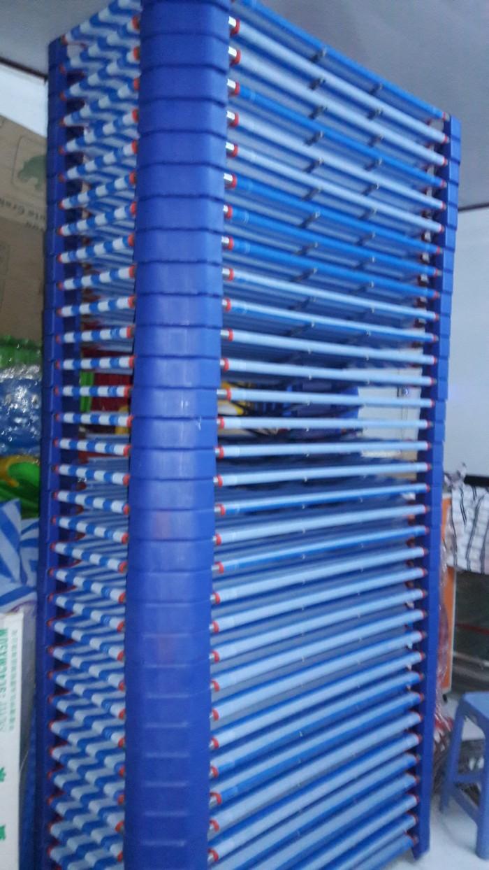 Giường lưới nhập khẩu , chân nhựa màu xanh đậm, khung kẽm D21 dày , ở giữa có 2 thanh tăng cường Inox5