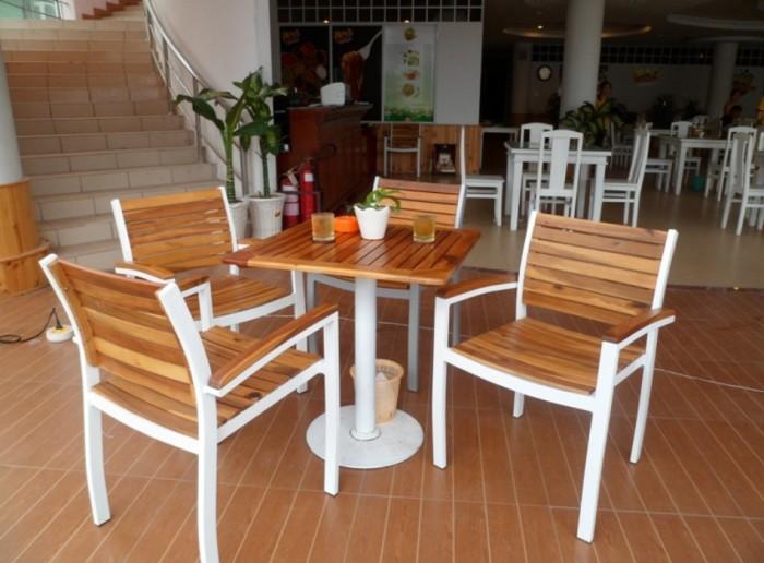 Bàn, ghế gỗ  khung sắt, nhôm được sơn tĩnh điện đảm chắc lượng..0
