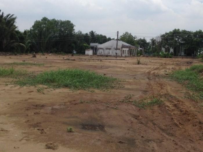 Mua đất tặng vàng Bán đất dt100m2 SHR cách ngã 3 B.Thanh Khiết & N.Hữu Trí 2km giá 270tr.