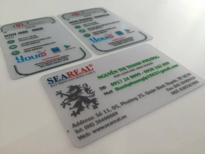 In thẻ nhân viên bằng chất liệu nhựa trong suốt PVC