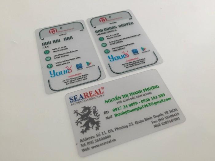 In thẻ nhân viên độc đáo bằng chất liệu nhựa PVC trong suốt