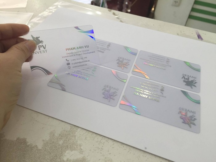 In Kỹ Thuật Số trực tiếp thực hiện in name card trong suốt từ nhựa PVC