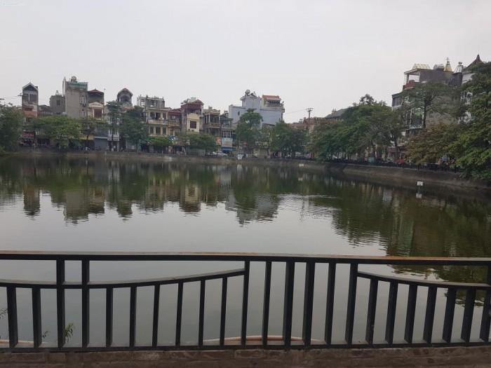 Tôi cần bán 81.6m2 đất view hồ Lâm Du, Bồ Đề, Long Biên, HN. Mặt tiền 4.5m, hướng Đông Nam. Gía 7.3 tỷ