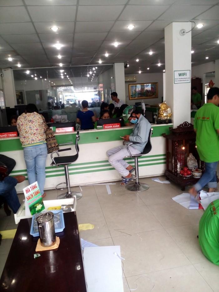 Khách hàng trực tiếp đến đặt in tại trụ sở công ty TNHH In Kỹ Thuật Số tại 365 Lê Quang Định, phường 5, quận Bình Thạnh, TPHCM (gần đối diện chùa Dược Sư)