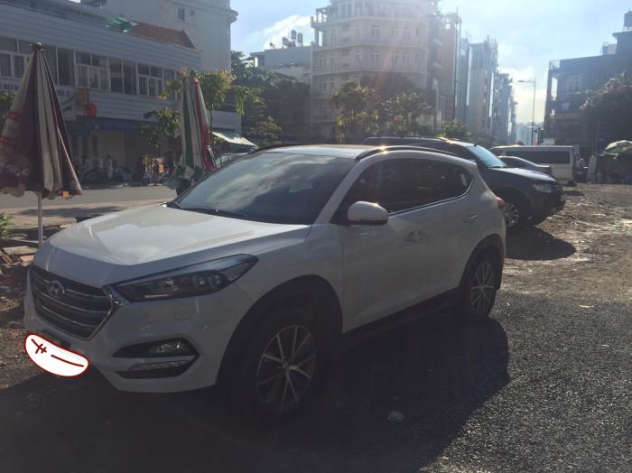 Bán Hyundai Tucson 2016, màu trắng, đi được 28000km.