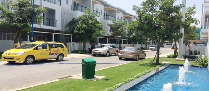 Cần tiền bán nhà trong Mega Village- Khang Điền- Q9. Dt nhà 224m2, 1T2L, sổ hồng. Giá 4,7 tỷ