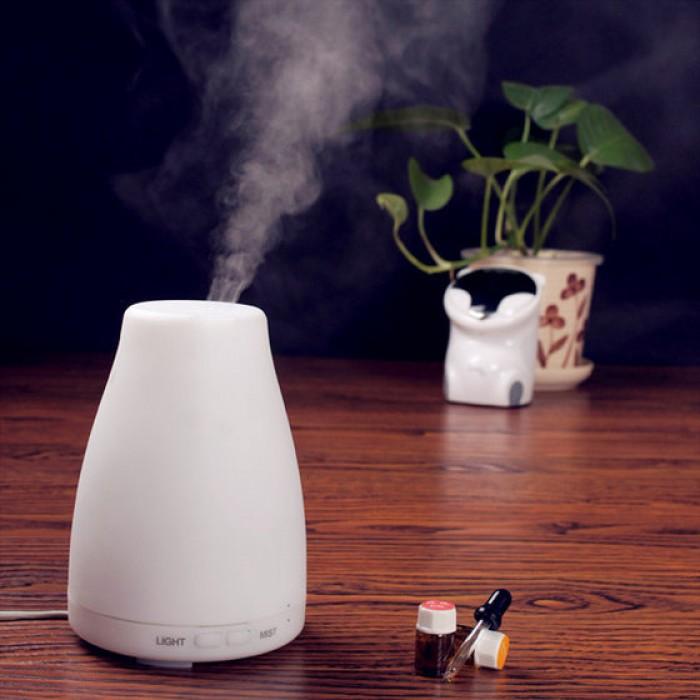Máy khuếch tán tinh dầu dùng để xông hương, khử mùi, mang lại cảm giác thư giãn, xua tan mệt mỏi, thích hợp với tất cả các loại tinh dầu thiên nhiên.