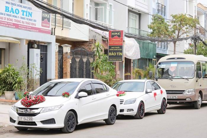 Thuê xe hoa, xe cưới 5 chổ màu trắng 2017: honda city, vios, camry 2