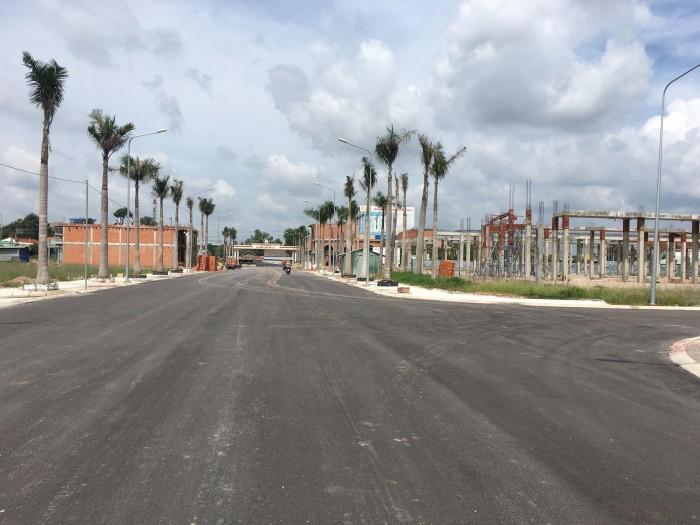 Bán lô đất đối diện chợ 100m2 thổ cơ tiện kinh doanh buôn bán.