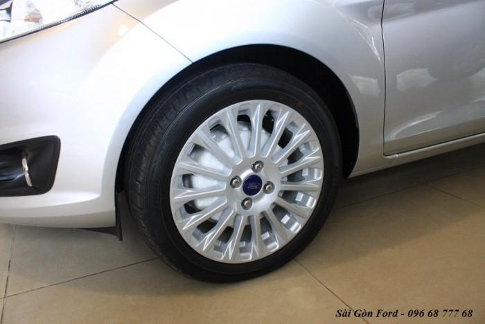Bánh xe Ford Fiesta Titanium 2018, số tự động, vay trả góp chỉ 100 triệu, giao xe trong 30 ngày