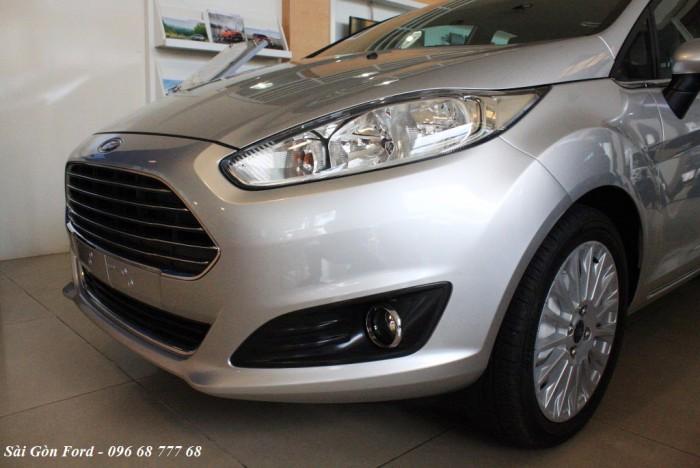 Đèn trước xe Ford Fiesta Titanium 2017, số tự động, vay trả góp chỉ 100 triệu, giao xe tháng 09/2017