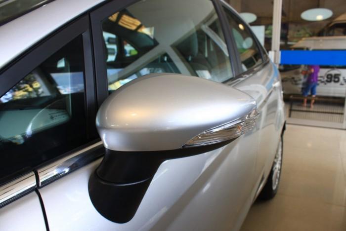 Gương xe Ford Fiesta Titanium 2017, số tự động, vay trả góp chỉ 100 triệu, giao xe tháng 09/2017