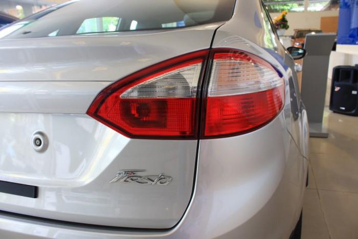 Đèn sau xe Ford Fiesta Titanium 2017, số tự động, vay trả góp chỉ 100 triệu, giao xe tháng 09/2017