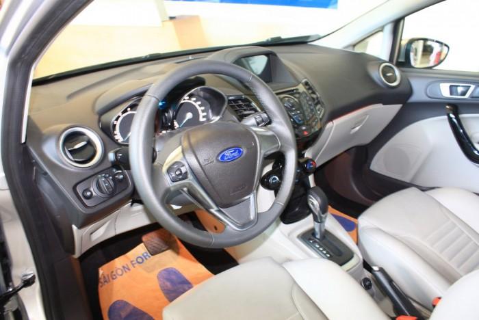 Vô lăng xe Ford Fiesta Titanium 2017, số tự động, vay trả góp chỉ 100 triệu, giao xe tháng 09/2017