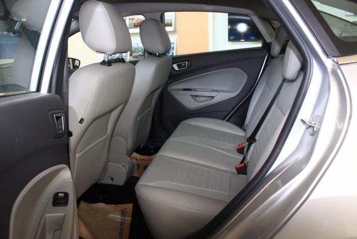 Ghế sau xe Ford Fiesta Titanium 2017, số tự động, vay trả góp chỉ 100 triệu, giao xe tháng 09/2017