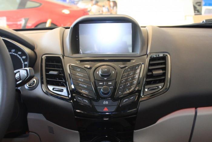 Nội thất xe Ford Fiesta Titanium 2018, số tự động, vay trả góp chỉ 100 triệu, giao xe trong 30 ngày.