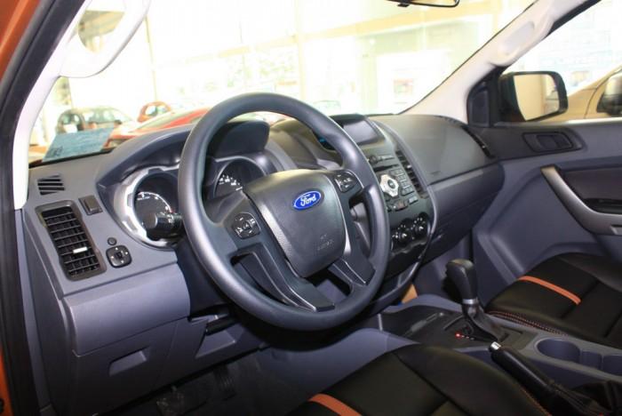 Vô lăng xe Ford Ranger Wildtrak 2.0L, số tự động, vay trả góp chỉ 150 triệu.