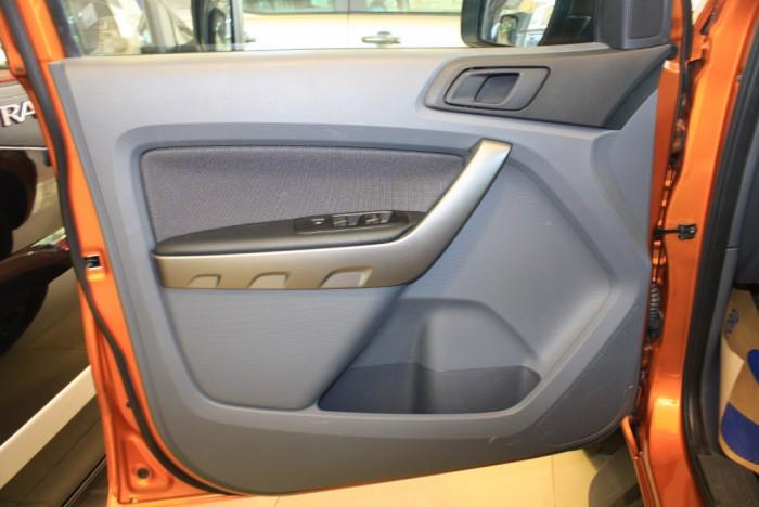 Cửa xe Ford Ranger Wildtrak 2.0L, số tự động, vay trả góp chỉ 150 triệu.