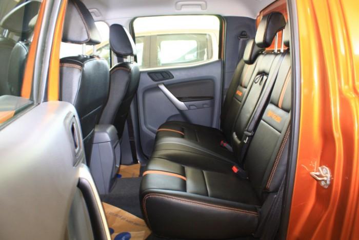Ghế sau xe Ford Ranger Wildtrak 2.0L, số tự động, vay trả góp chỉ 150 triệu