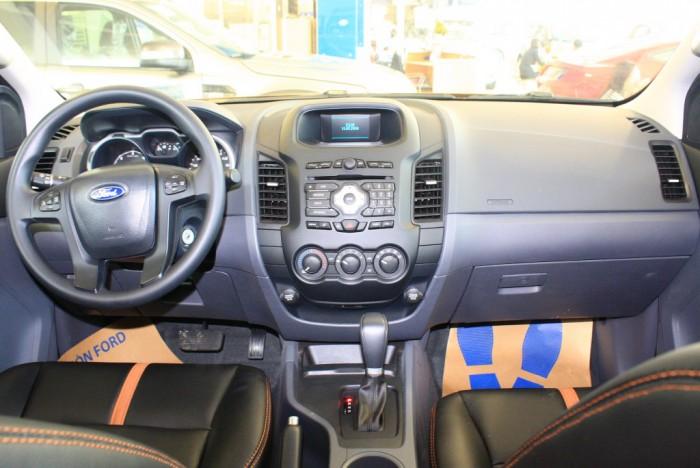 Nội thất xe Ford Ranger Wildtrak 2.0L, số tự động, vay trả góp chỉ 150 triệu