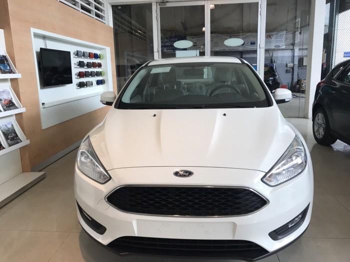 Khuyến mãi mua xe Ford Focus Trend, 4 cửa, số tự động, vay trả góp chỉ 150 triệu, giao xe trong 30 ngày