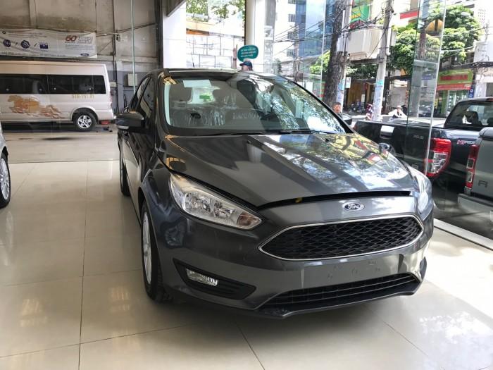 Khuyến mãi mua xe Ford Focus Trend, 5 cửa, số tự động, vay trả góp chỉ 150 triệu, giao xe trong 30 ngày.
