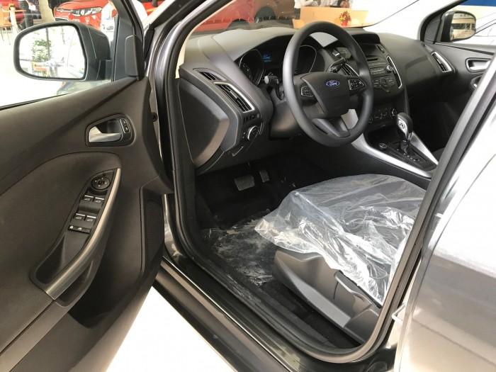 Khuyến mãi mua xe Ford Focus Trend, 5 cửa, số tự động, vay trả góp chỉ 150 triệu, giao xe trong 30 ngày. 2