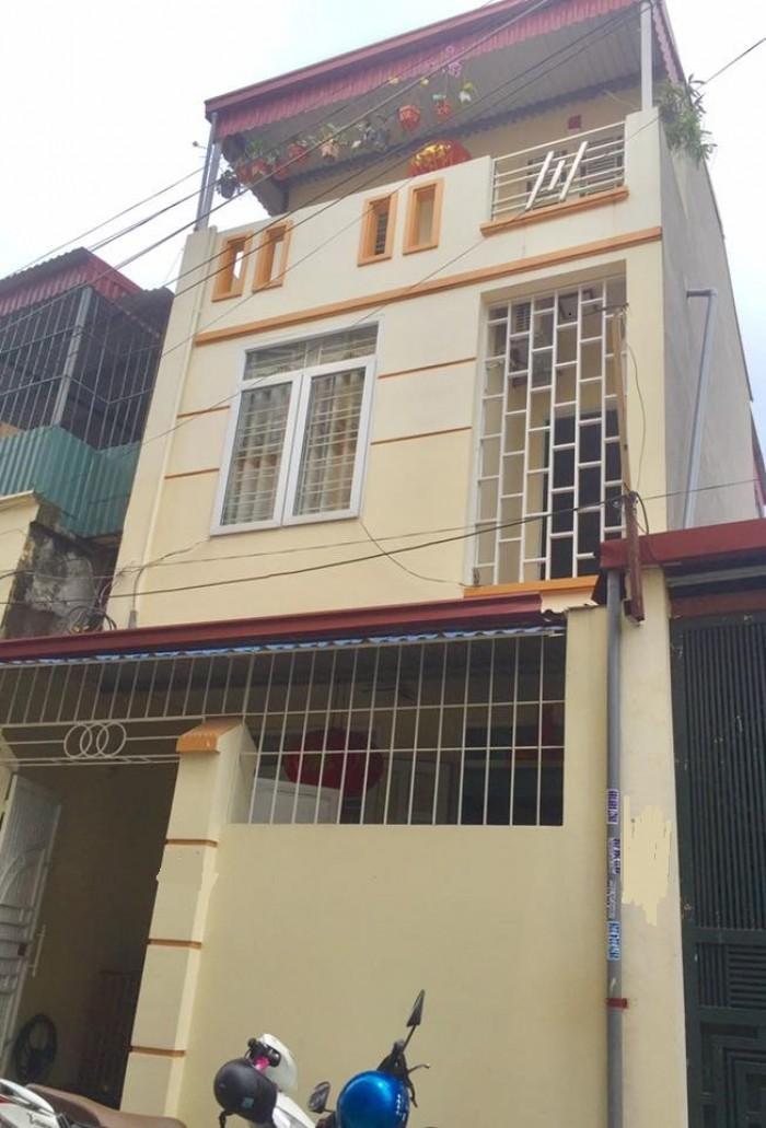 Nhà 3 tầng, 56m2(ngang4.5m), độc lập, đường Khúc Thừa Dụ, Đông Nam, ôtô đỗ cổng. Giá 1,1 tỷ