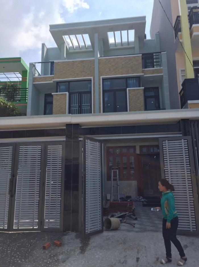 Cần bán gấp nhà 1 trệt 2 lầu mặt tiền Thạnh Lộc,dt 4,7x15m , sân ô tô