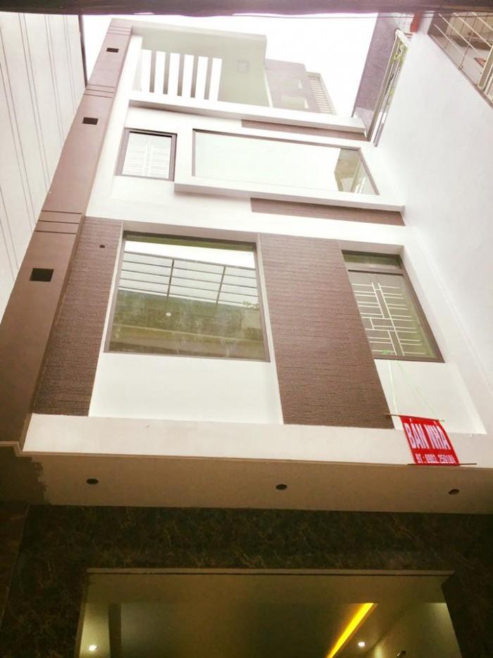 Nhà 3.5 tầng, 73m2(ngang 4.3m) trong ngõ Hoàng Quý, Ôtô vào nhà, sân cổng rộng, giá 3.4 tỷ(TL)