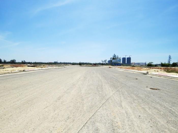 Bán lô đất mặt tiền sông FPT ,500 triệu lô,đường 17m5