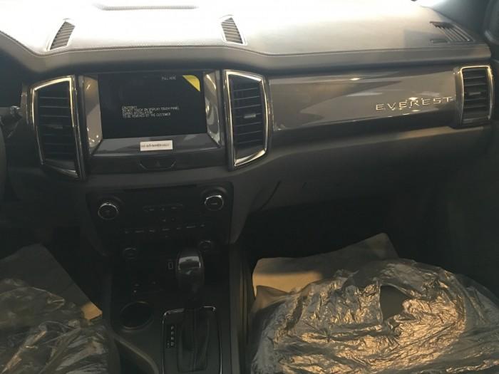 Khuyến mãi mua xe Ford Everest Titanium 2017, số tự động, đủ màu 1
