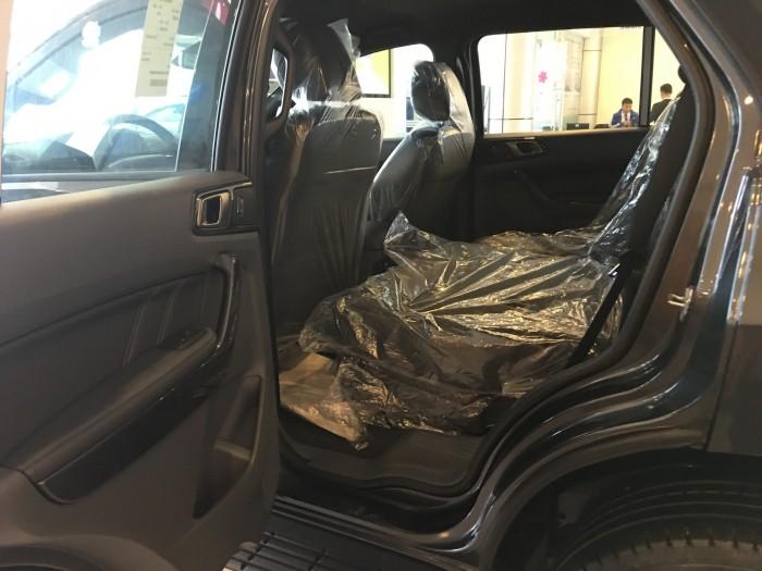 Khuyến mãi mua xe Ford Everest Titanium 2017, số tự động, đủ màu 2