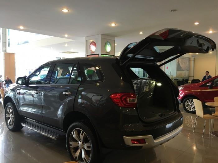 Khuyến mãi mua xe Ford Everest Titanium 2017, số tự động, đủ màu 5