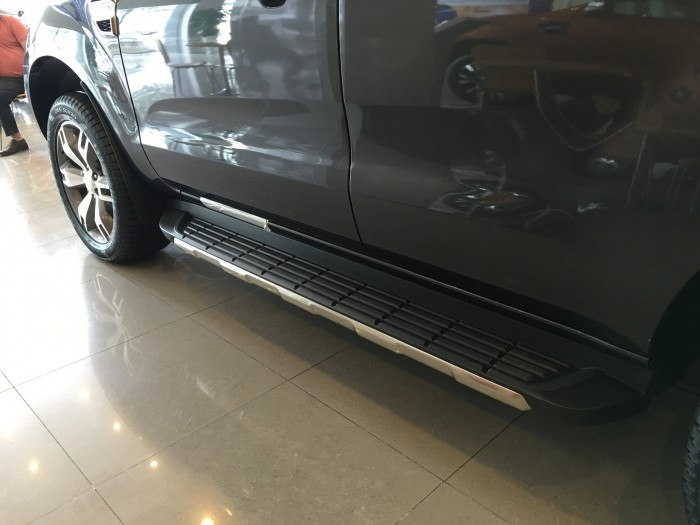 Khuyến mãi mua xe Ford Everest Titanium 2017, số tự động, đủ màu 8