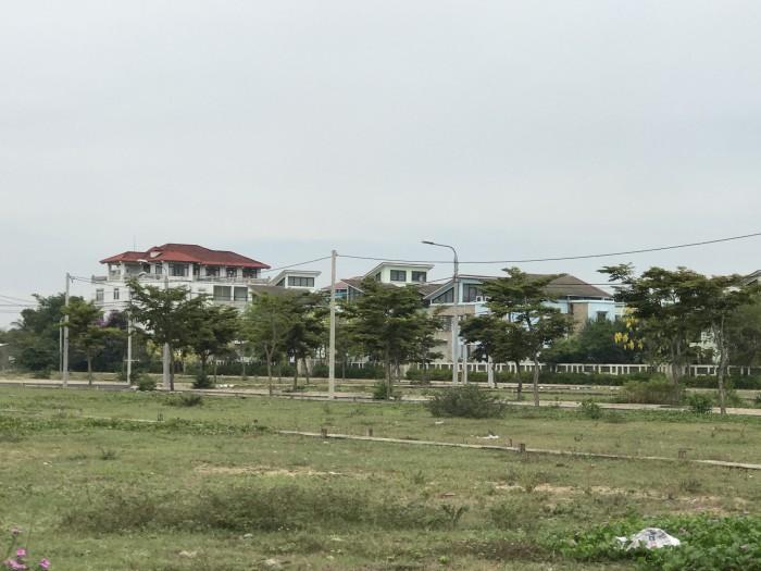 Lô góc đối diện công viên, cạnh hầm chui sân Golf