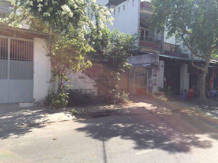 Bán nhà cấp 4 mặt tiền đường Lê Niệm Tân Phú