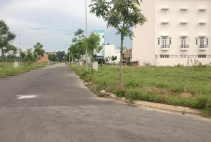 Bán đất 2 mặt tiền đường, ngay gần chợ Bà Hom, giá: 3,75 tỷ