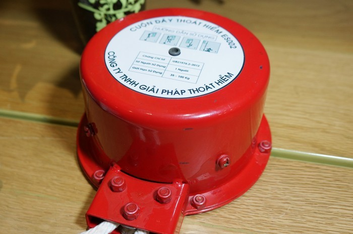 Linh kiện trong bộ giảm tốc được làm bằng hợp kim thép cao cấp, chống rỉ, chống ăn mòn. Vỏ hộp giảm tốc được làm bằng hợp kim cao cấp, chịu lực, có thể chịu được va đập ở cường độ cao. Đồng thời, được sơn tĩnh điện với công nghệ cao cấp, chống rỉ sét.