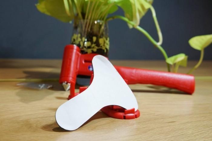 Băng dính 2 mặt: Được tạo hình và cắt theo nguyên mẫu mặt lưng của giá đỡ, giúp giá đỡ bám chặt vào thành ô tô.