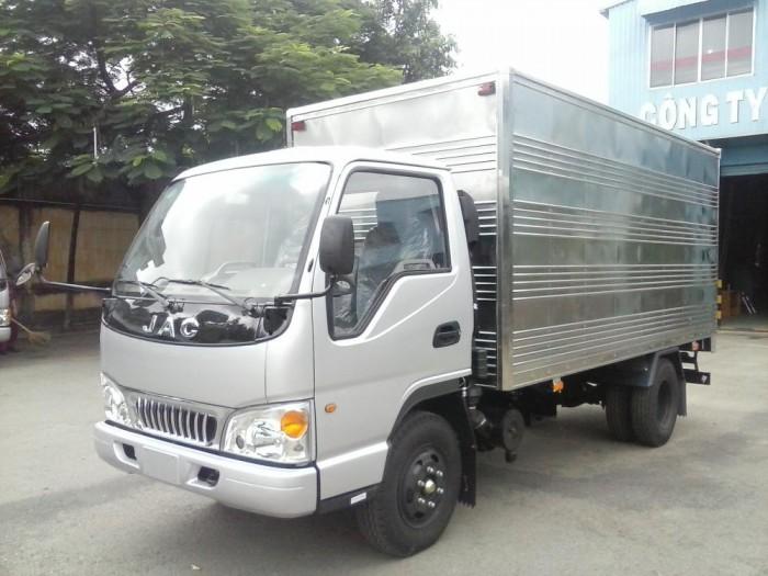 Bán xe tải jac 2.4 tấn thùng mui kín , xe tải công nghệ isuzu mới .