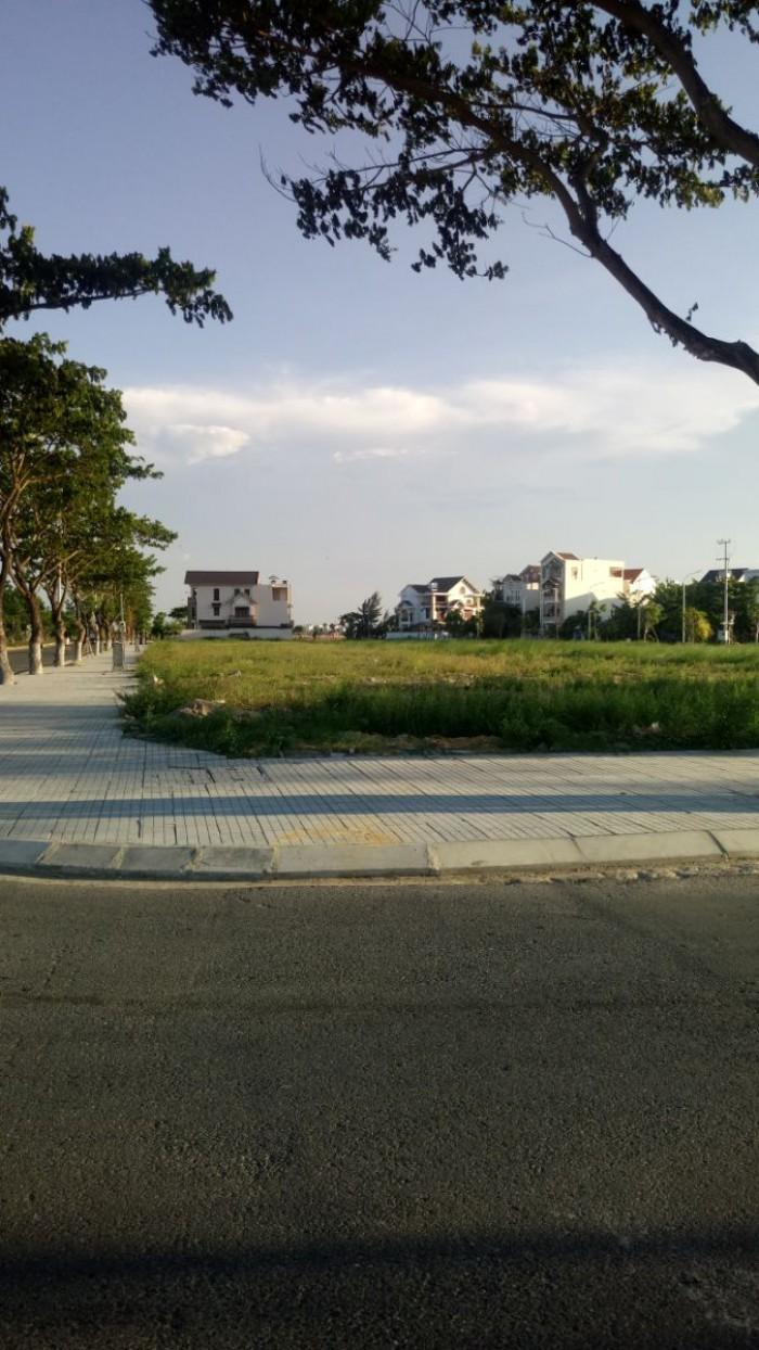 Bán lô đầu hồi đối diện siêu thị DT : 122m2 đường Nguyễn Bình giá 4 tỷ 2 ,ven sông Hàn.