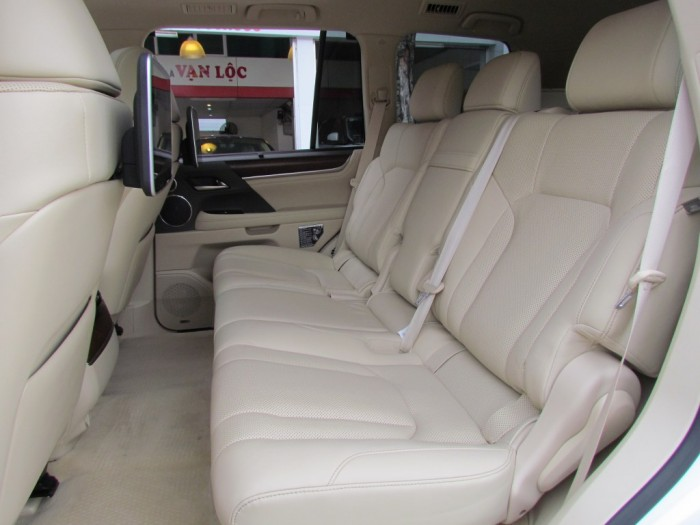 Lexus LX570 2016 màu trắng 6