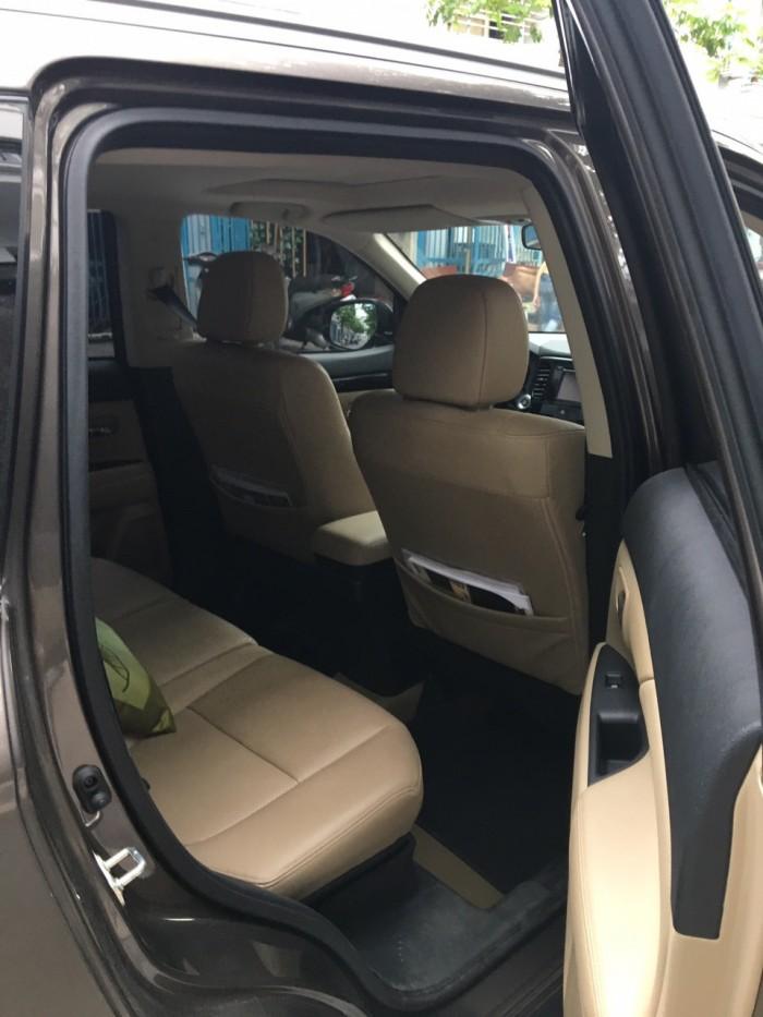 Mitsubishi Outlander 2.0 CVT 2017, màu nâu, đã đi 8.000km, còn mới 99%. Biển Hà Nội