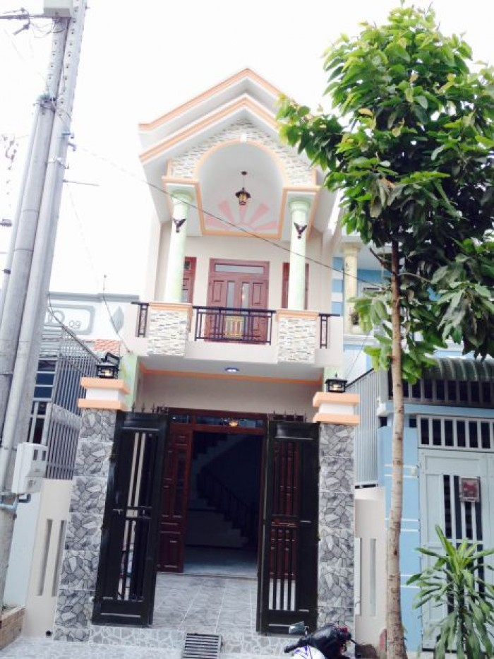 Nhà phố giá rẻ Sài Gòn, 1 trệt 2 lầu ngay đường lớn 16m, 500tr nhận nhà