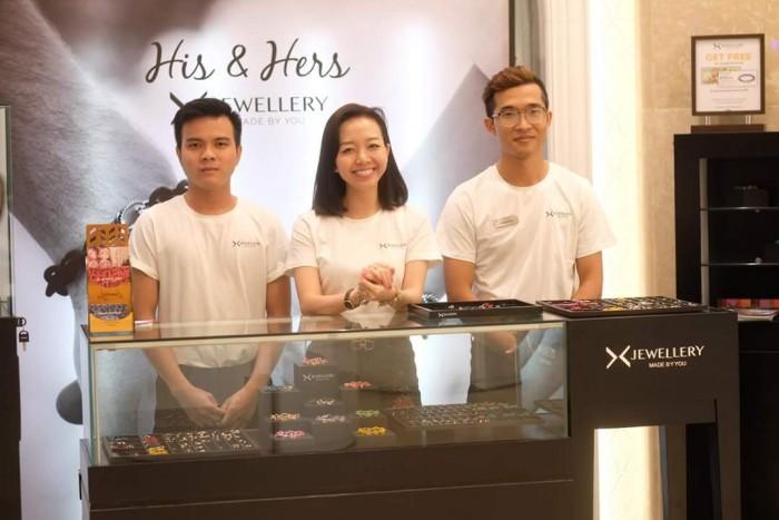 AnnA Uniforms nhận may áo thun nam đồng phục cho nhãn hàng trang sức Jewellery với chất liệu vải cao cấp.