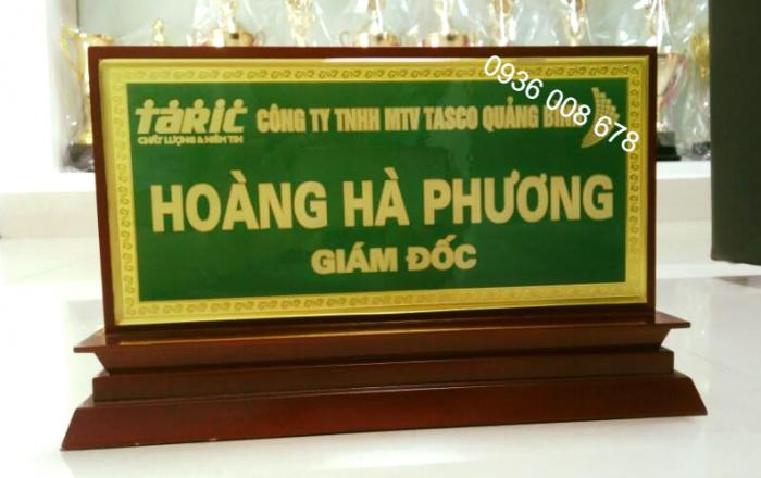 Xưởng  sản xuất biển tên chức danh,nhận cung cấp biển tên bảng tên để bàn,làm bảng tên lưu niệm1