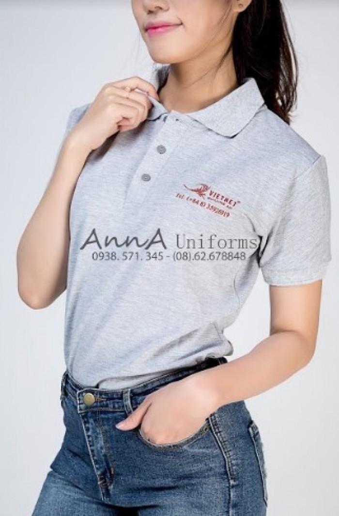 Mẫu áo thun đồng phục công ty Việt Net với thiết kế đơn giản, tinh tế được đối tác tin tưởng đặt may gia công, thiết kế tại xưởng may áo thun AnnA Uniforms.